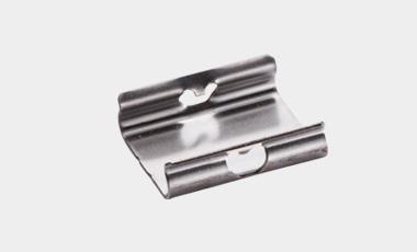 Clips in Form eines Klemmhalters als kostengünstige Substitution von Schraubverbindungen.