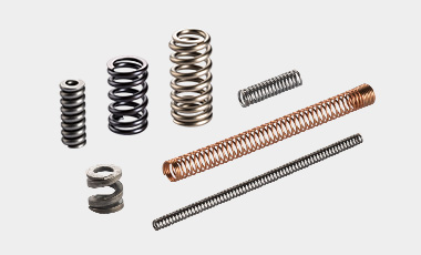 [Translate to Spanish:] We supplies the full range of power springs, from the smallest to the largest.