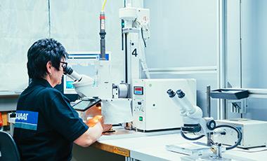 Laser Handarbeitsplatz für Kleinserien und Präzisionsfertigung