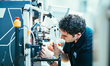 CARL HAAS fertigt Federn af CNC-gesteuerten Windeautomaten