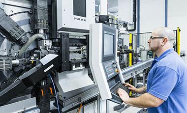 Mit modernster Stanz-Biegetechnik auf Hochleistungspressen prodzieren wir hochpräzise Produkte in Serie.