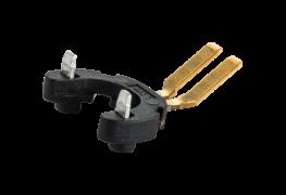 Bandumspritzte Stecker mit individuell gebogenen Pins.