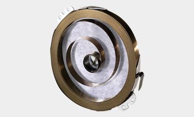 Das Besondere an einer Maximo-Triebfeder ist, dass durch die Kombination von Vorrollen und nachfolgendem Rückwickeln die Leistungsdichte erhöht und die verfügbaren Materialeigenschaften optimal genutzt werden.